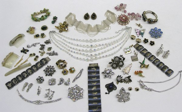 1897: Large lot of costume jewelry
