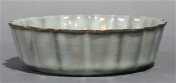 Chinese Guantype crackle glaze brushwasher