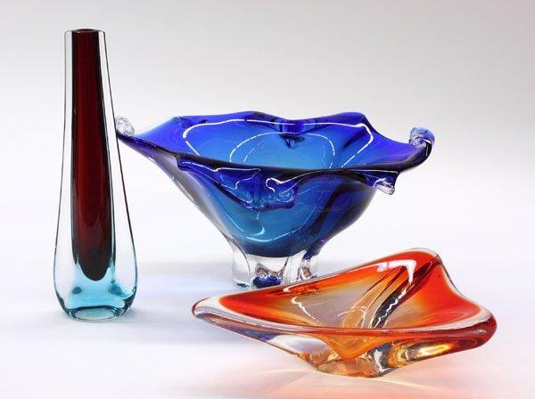 16: Murano cased art glass vase & ashtray