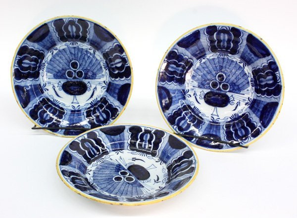 6009: Delft Peacock pattern plates Dutch