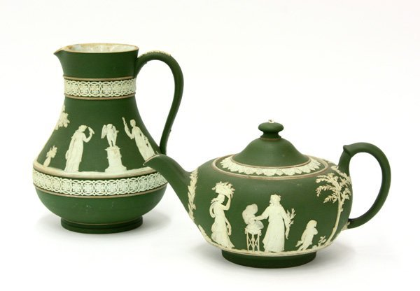 4020: Wedgwood milk pitcher and teapot, green