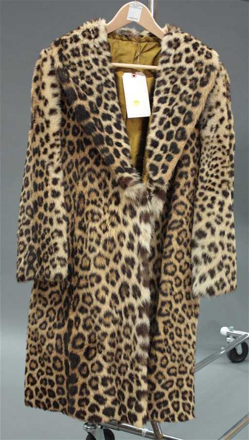 4240 Vintage Leopard Fur Coat