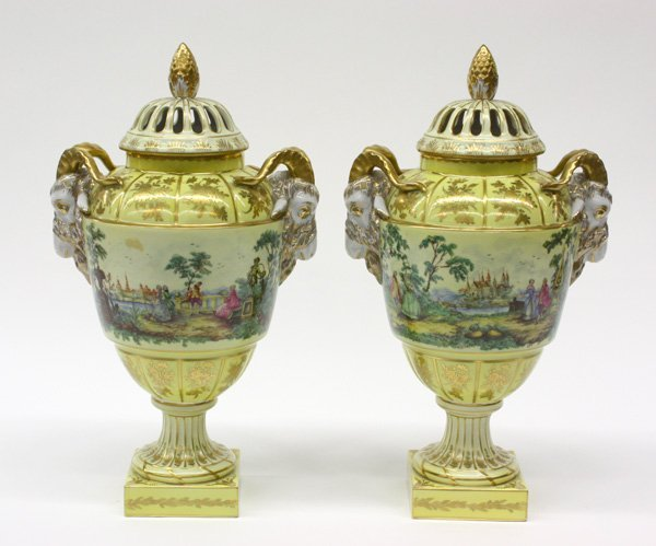 2015: Dresden porcelain urns, early 20th century