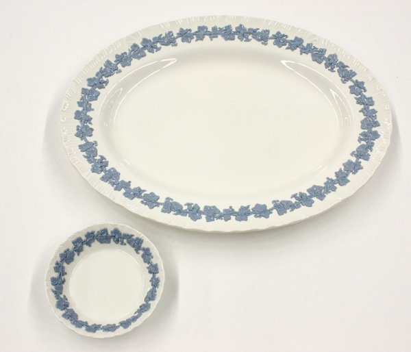 2151: Wedgwood Embossed Queen's Ware table service - 2