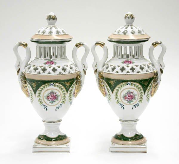 2010: Porcelain urns