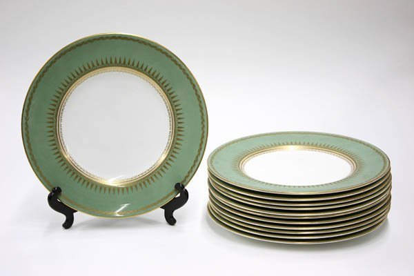 2022: Royal Worchester service plates