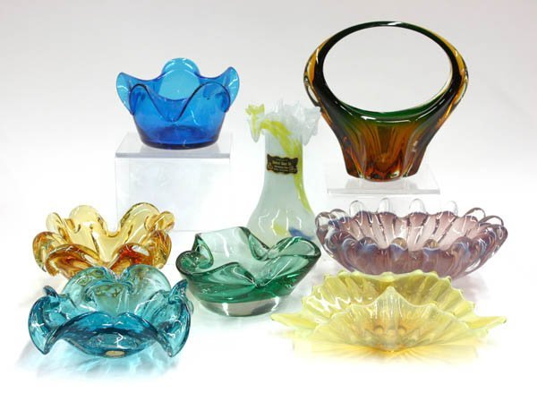4015: art glass centerpieces, vases, and ashtrays