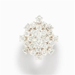 A round brilliant-cut diamond and fourteen karat white