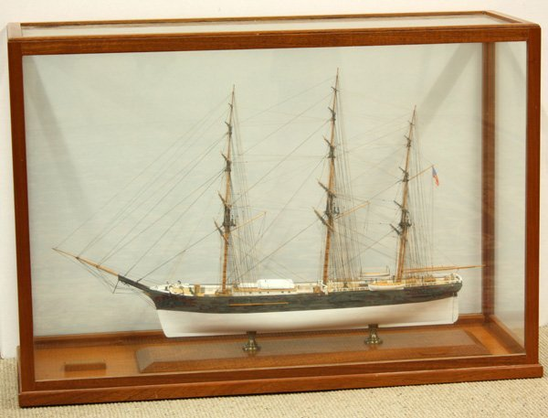 6015: Cased model ship of the clipper ''Comet''