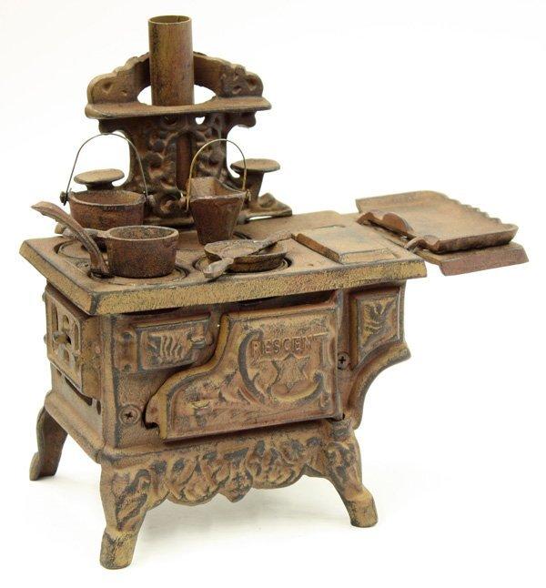 4018: Cast iron miniature stove