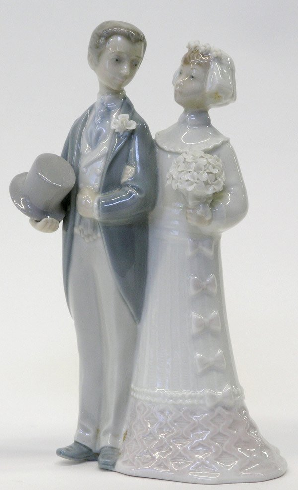 4013: Lladro figural, Just Married