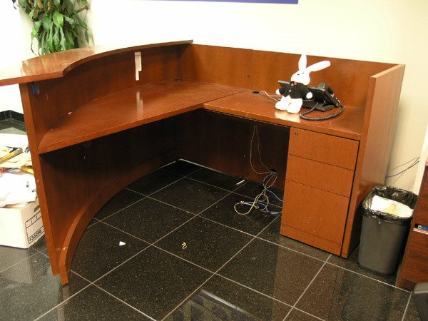 8016: Curved receptionist desk