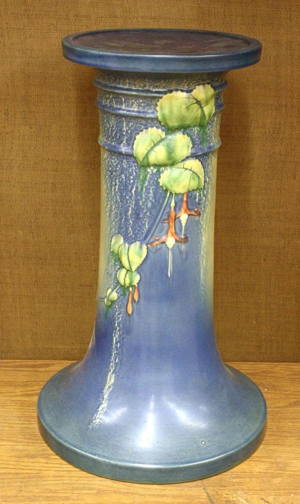 6013: Roseville blue fuchia pedestal