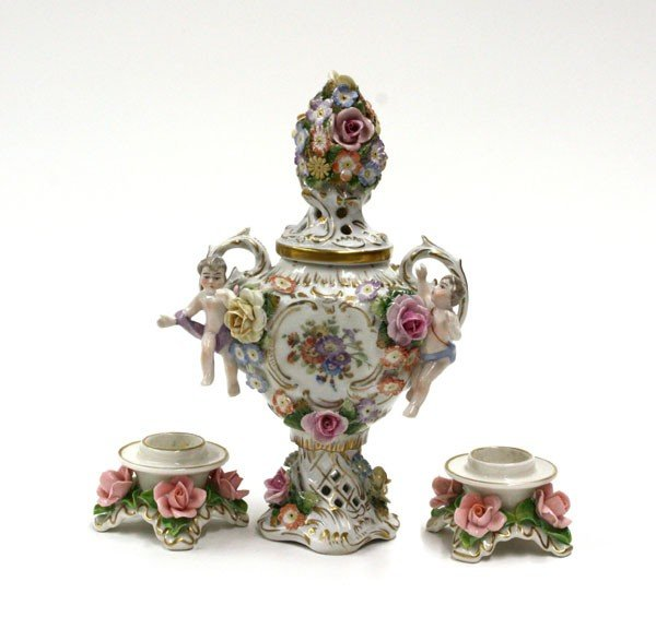 2013: Dresden porcelain table articles