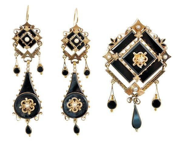 6476: Victorian mourning demi suite brooch ear pendants
