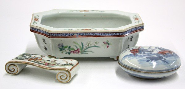 4021: Chinese Porcelain Scholar Items