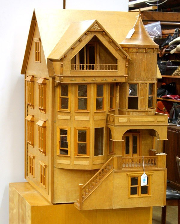 292: Queen Anne style Fred Davis doll house