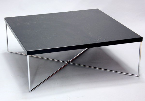 7022: Black square table