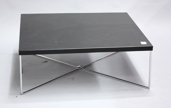 7022: Black square table - 2