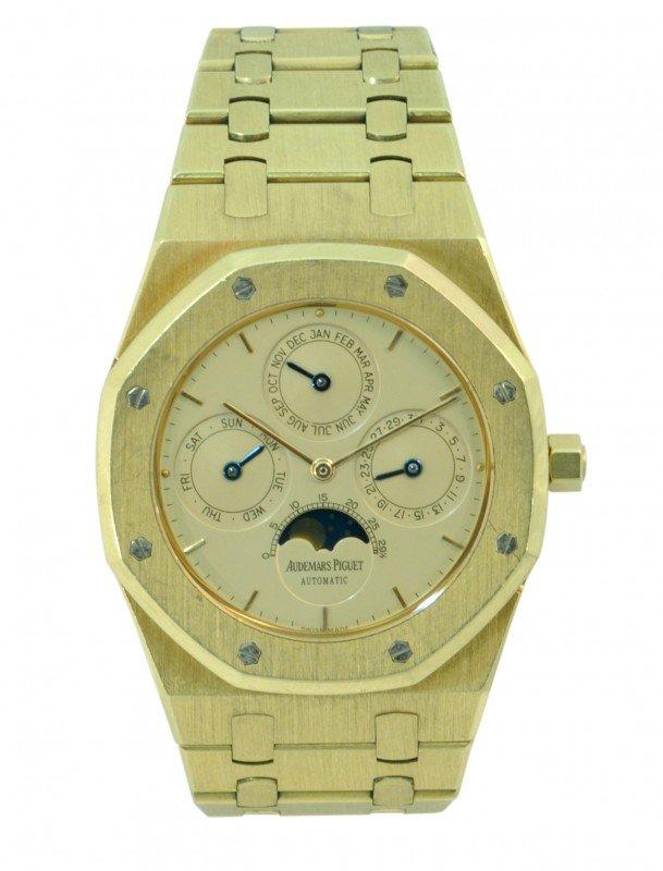 6445: Gentleman's Audemars Piguet yellow gold wristwatc