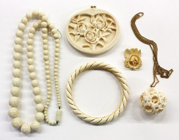 4007: Group of Ivory Jewelry