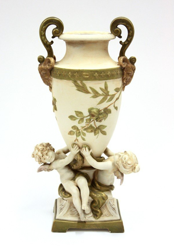 2009: Royal Dux figural group