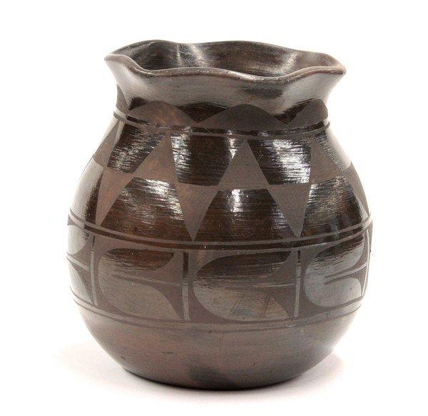 2019: Santo Domingo blackware vase