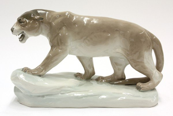 6013: Czechoslovakian porcelain group