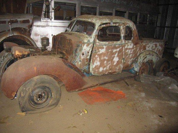 1952: Truck, for restoration