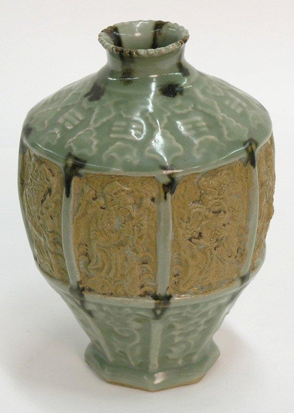 2525: Chinese moulded two glaze vase