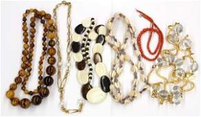589: Collection of miscellaneous fashion jewelry