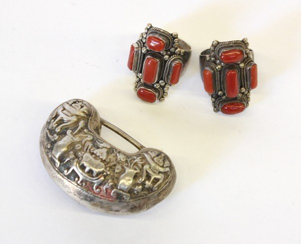 4015: Coral Set Silver Rings and Chinese Lock