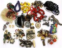 4520: Collection of miscellaneous jewelry items