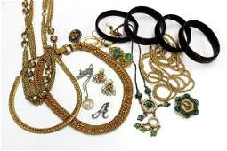 596 Collection of jewelry items