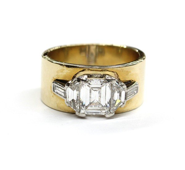 6460: Diamond yellow gold ring