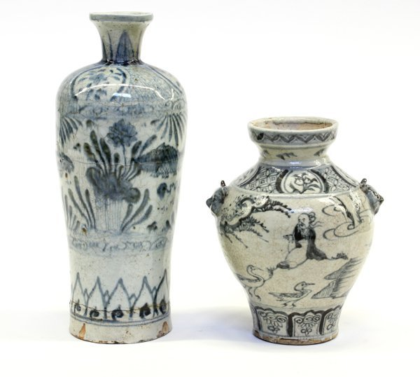 17: Two Chinese Blue-and-White Vases