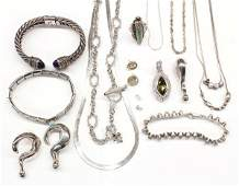 671: Lot of miscellaneous jewelry items