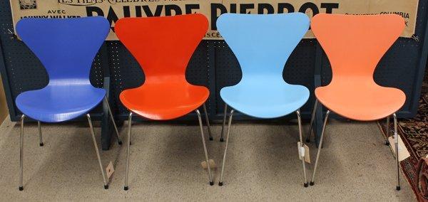 6371: Arne Jacobsen chairs