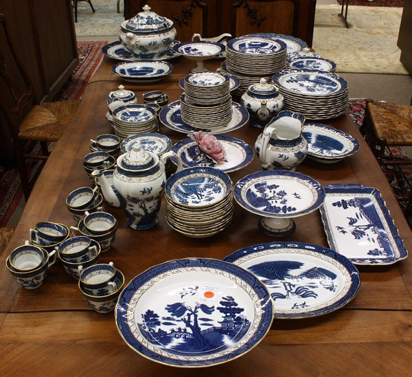 6375: Royal Doulton Blue Willow table service