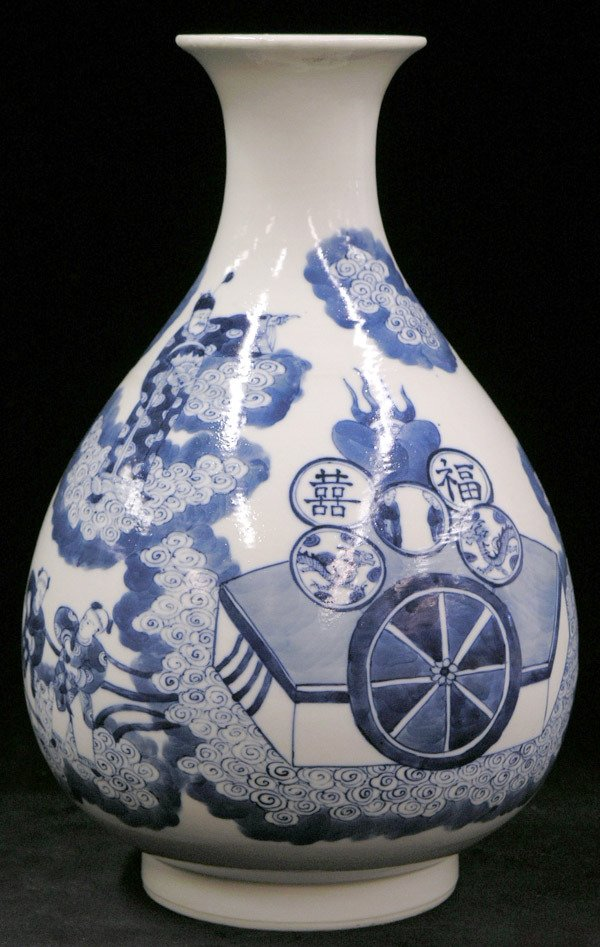2095: Chinese blue and white vase