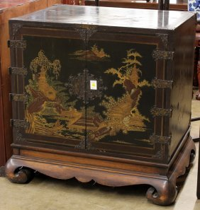 Chinoiserie Gilt Lacquered Cabinet