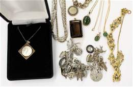 554: Collection of miscellaneous jewelry items