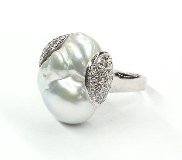2499: 18K South Seas cultured pearl and diamond ring