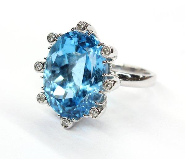 772: 18K topaz and diamond ring