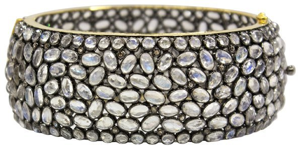 6828: Moonstone diamond silver yellow gold bracelet