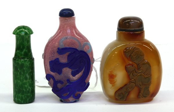 4016: Three Chinese Agate and Glass Snuff Bottles