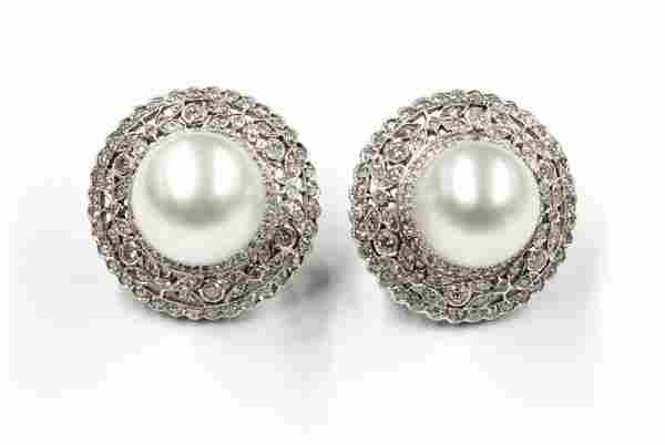2839: 18K diamond and South Seas cultured pearl earring