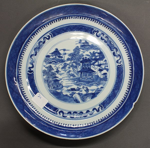 Two Chinese Blue-and-White Export Plates - 5