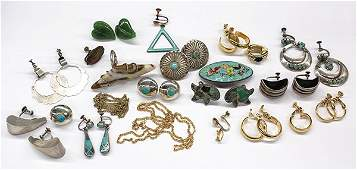 Collection of miscellaneous jewelry items mostly of