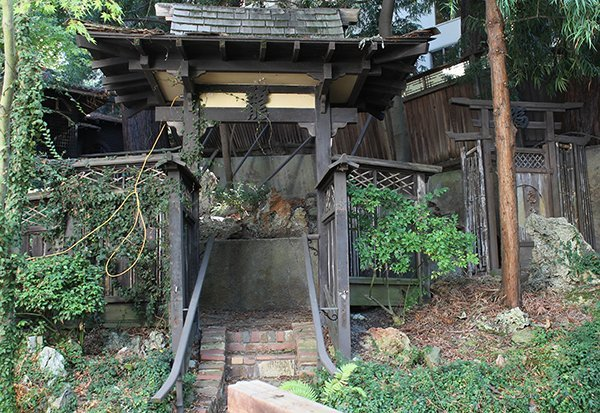 Japanese covered gateway together with a separate set